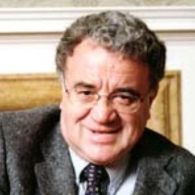 Dr Clive Holmes