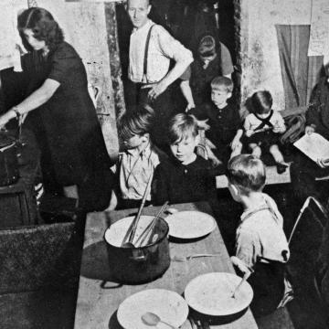 Germany after WW2: Cellar dwelling in Hamburg for two families, July 1947.